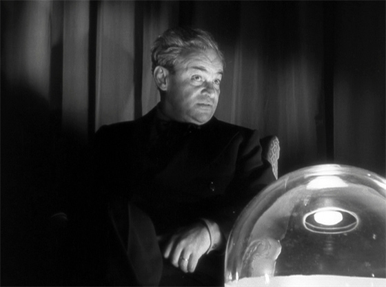 Fritz Kortner as Anzelmo, with his crystal ball.