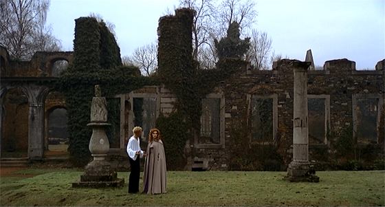 Jan (Mathieu Carrière) attempts to court Euryale (Susan Hampshire), one of those trapped in Malpertuis.