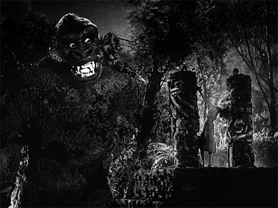 Kong approaches Ann Darrow (Wray).