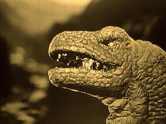 Willis O'Brien animates a dinosaur battle.