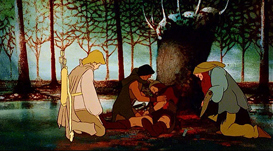 Legolas (Anthony Daniels), Aragorn (John Hurt), and Gimli (David Buck) witness the death of Boromir (Michael Graham Cox).