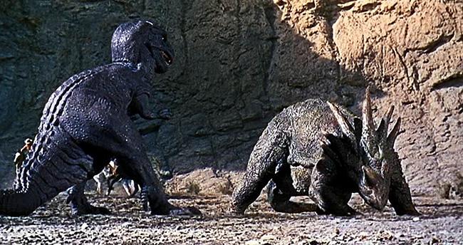 Gwangi duels with a Styracosaurus in Forbidden Valley.