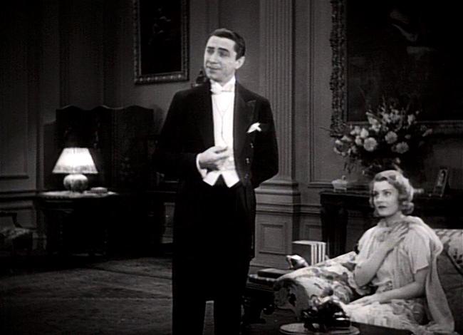 Dracula (Bela Lugosi) and Mina (Helen Chandler).