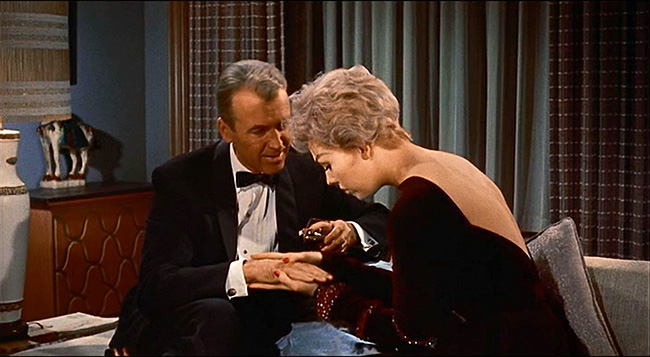 Shep and Gill (Kim Novak) get to know one another.