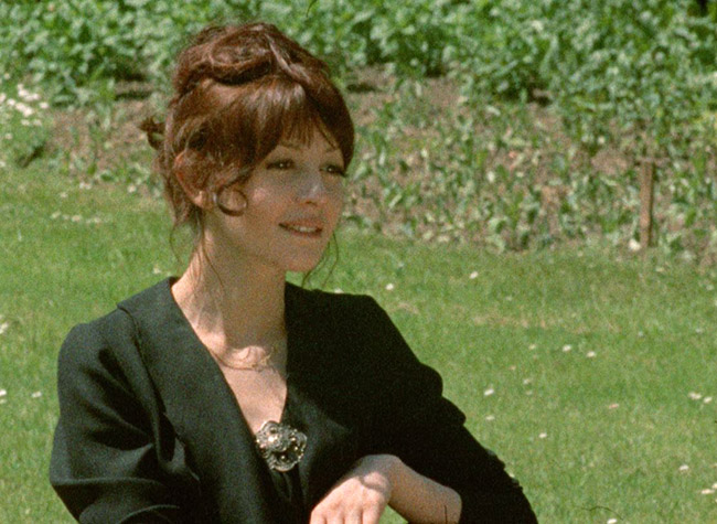 Frédérique (Juliet Berto) enjoys a moment in the park with her new lover, Renaud, in the Seventh Episode.