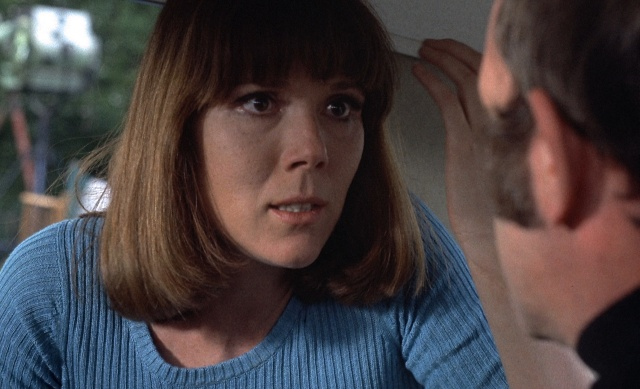 Edwina Lionheart (Diana Rigg) lures an unsuspecting Devlin (Ian Hendry) into her father's clutches.