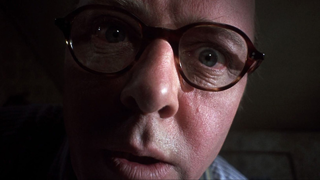Christie (Richard Attenborough) murders Beryl.