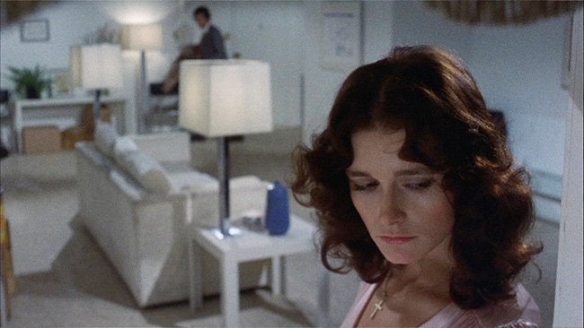 Witnessing a murder in sisters a movie by brian de palma